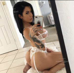 Conchita call girls in Hawaiian Gardens California & massage parlor