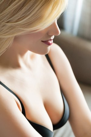 Iphigenie live escort in Lewiston ID & thai massage