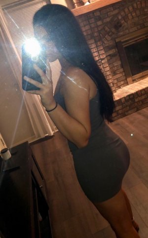 Zeineb erotic massage in Mundelein Illinois